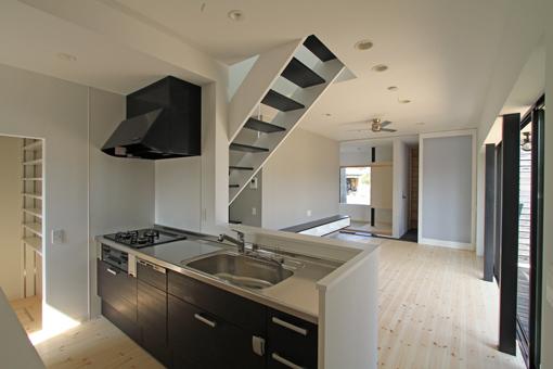 キッチン キッチン 電子レンジ 棚 : キッチンとパントリー:建築家 ...